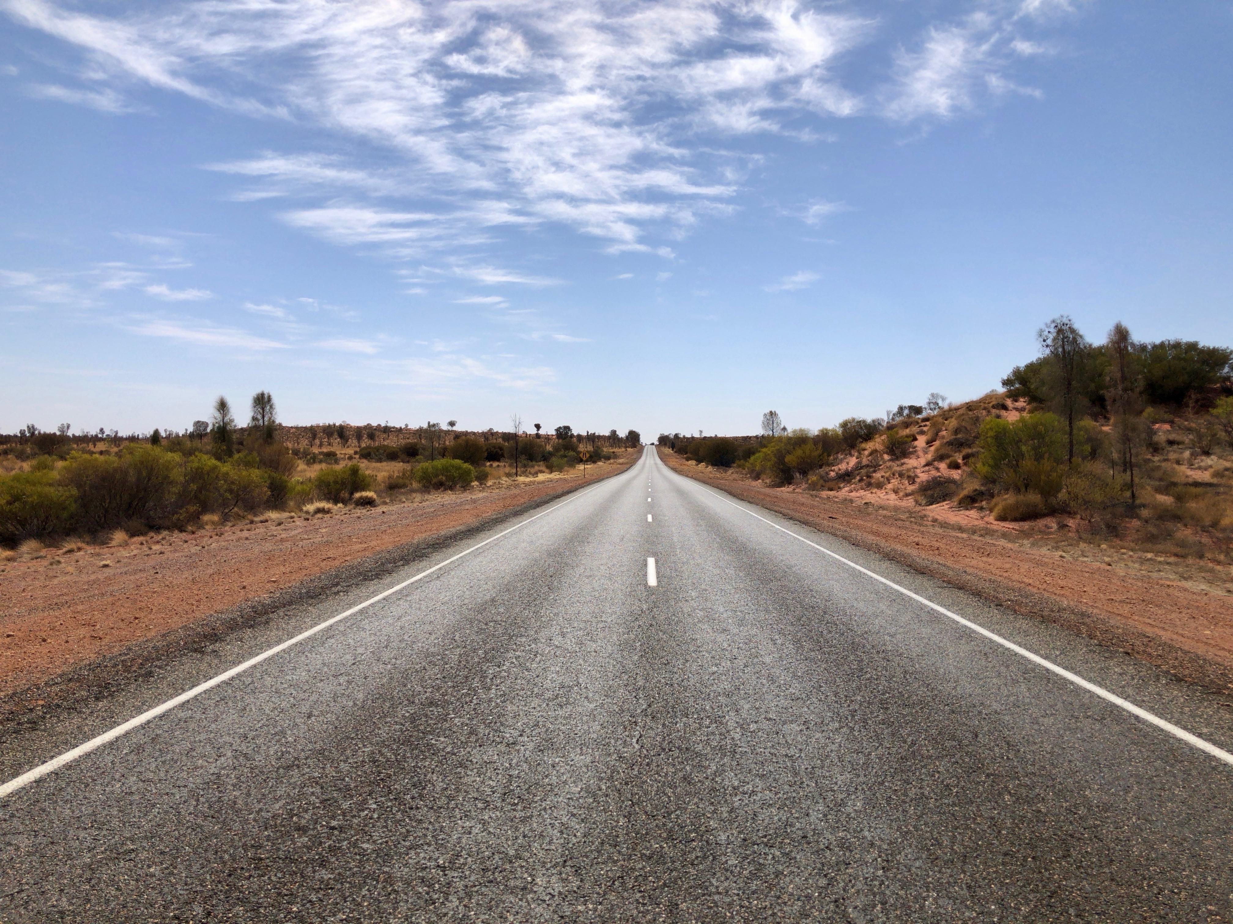 オーストラリア,キングスキャニオン,サービスエリア,エアーズロック,レンタカー,車,一人旅