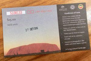 オーストラリア,エアーズロック,ウルル,レンタカー,一人旅,車中泊,女性,空港,キャンプグランド