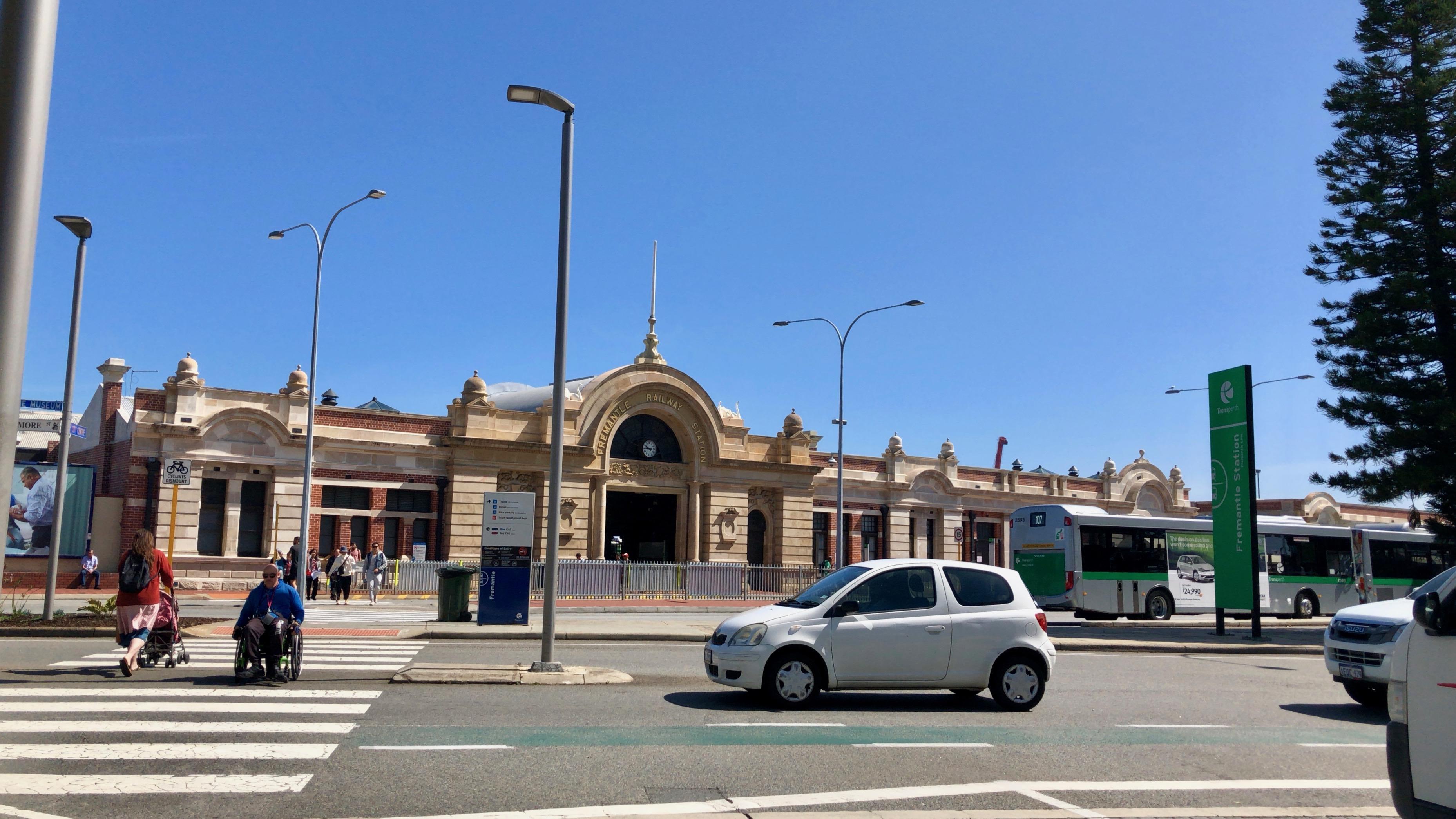 オーストラリア,一人旅,パース,電車,フリーマントル,バスキング
